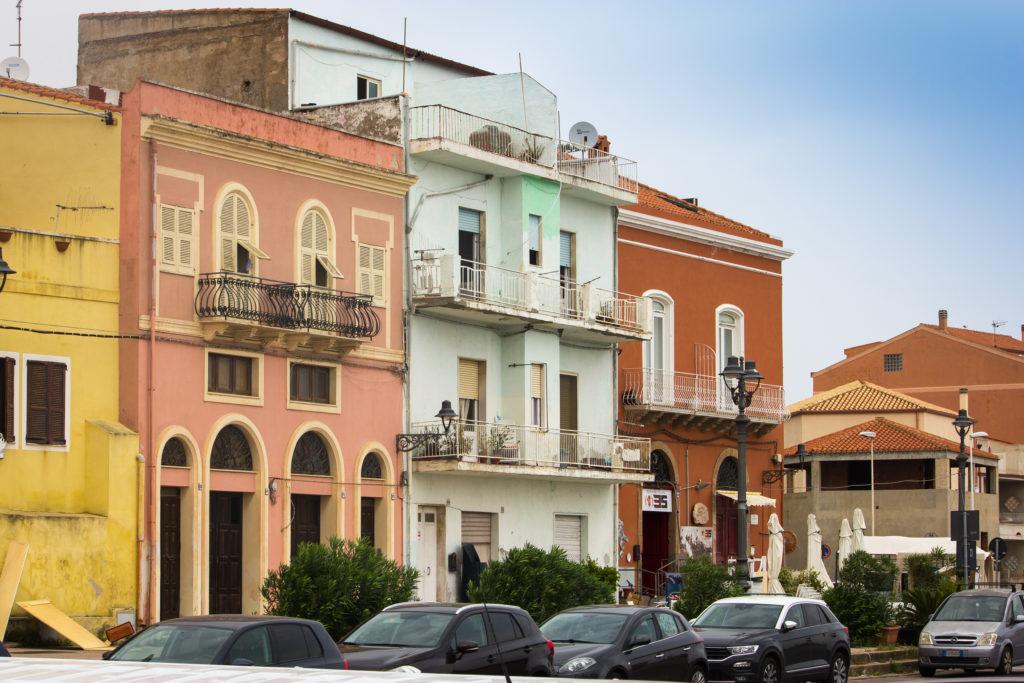 Architektur-Häuser-auf-Carloforte-Sardinien